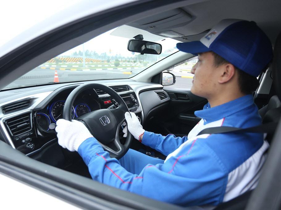Các bước cơ bản khi lái ôtô số tự động